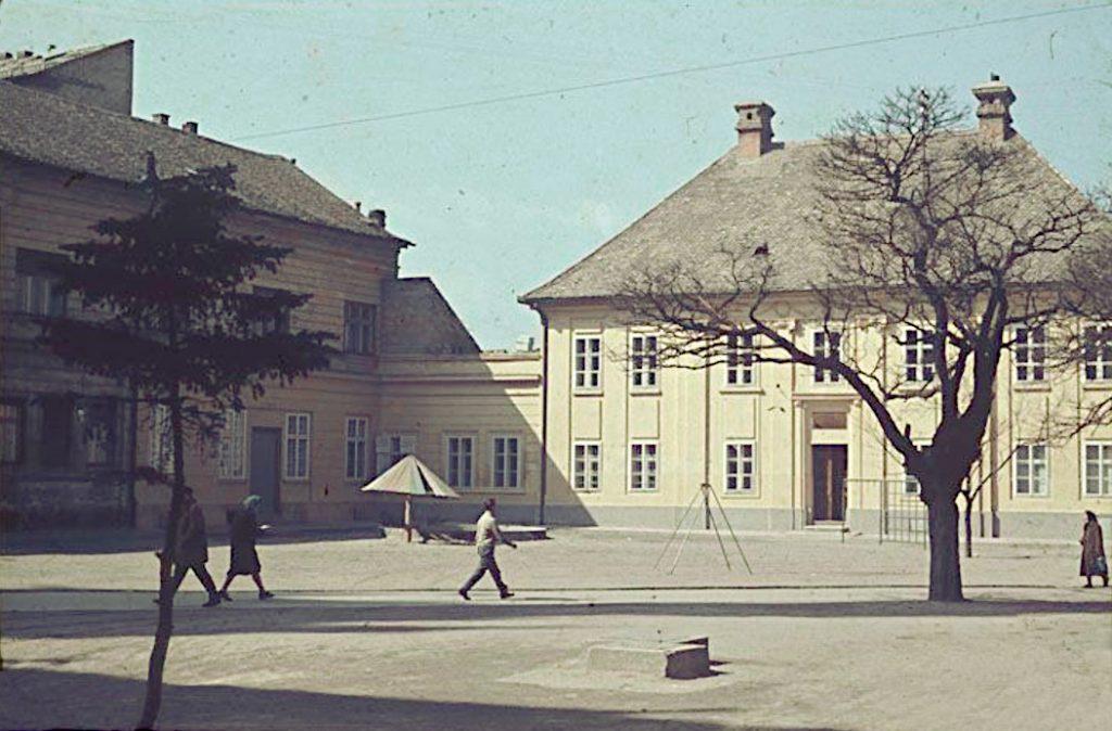 Ова слика има празан alt атрибут; име њене датотеке је Katolicka-porta-1970-ih-1024x674.jpg