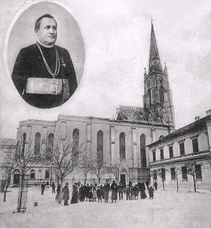 Ова слика има празан alt атрибут; име њене датотеке је Katolicka-porta-Katedrala-nakon-pozara-bez-krova-1904.jpg