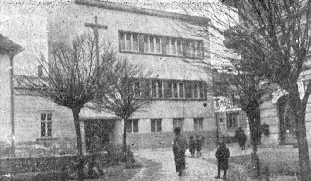 Ова слика има празан alt атрибут; име њене датотеке је Katolicka-porta-Zgrada-KCNS-oko-1930-1024x595.jpg